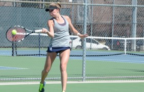 USU Women's tennis team splits first two MW matches